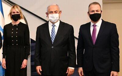 US Ambassador to the UN Kelly Craft (L) meeting in Jerusalem with Prime Minister Benjamin Netanyahu (C) and Israel's UN Ambassador Gilad Erdan. (Haim Zach/GPO)