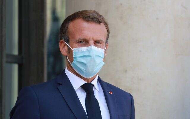 French President Emmanuel Macron wears a face mask on August 26, 2020 (Ludovic Marin / AFP)