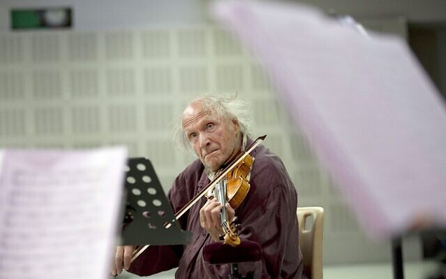 In this photograph taken on August 9, 2011, Israeli violinist Ivry Gitlis performs during a rehearsal with Una Stella Baroque musical ensemble in Marseille, southern France. (Bertrand Langlois/AFP)