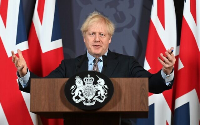 Britain's Prime Minister Boris Johnson gestures as he holds a remote press conference to update the nation on the post-Brexit trade agreement, inside 10 Downing Street in central London on December 24, 2020. (Paul GROVER / POOL / AFP)