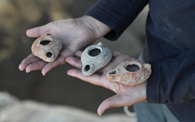 Oil lamps found at the the Beit Nattif excavation in Beit Shemesh. (Yoli Schwartz/Israel Antiquities Authority)