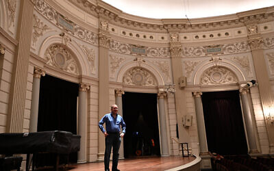 Barry Mehler rehearses at the Royal Concert Hall of Amsterdam, January 20, 2020. (Cnaan Liphshiz/ JTA)