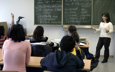 File: A lesson in the Carlo-Mierendorff school in Frankfurt, Germany, November 27, 2008. (AP Photo/Michael Probst)
