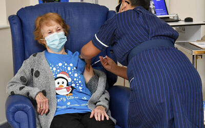 90-year-old Margaret Keenan, the first patient in the UK to receive the Pfizer-BioNTech COVID-19 vaccine, administered by nurse May Parsons at University Hospital, Coventry, England, Dec. 8, 2020 (Jacob King/Pool via AP)