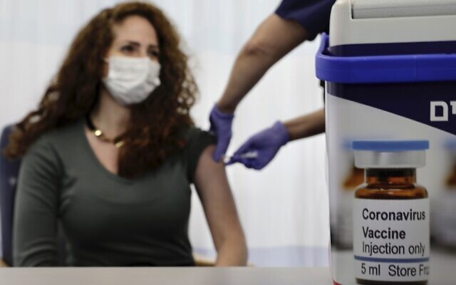 An Israeli nurse shows the media a simulated vaccination as part of the hospital's preparation for the coronavirus vaccinations, at the Sheba Tel Hashomer Hospital in Ramat Gan, December 10, 2020. (AP Photo/Sebastian Scheiner)