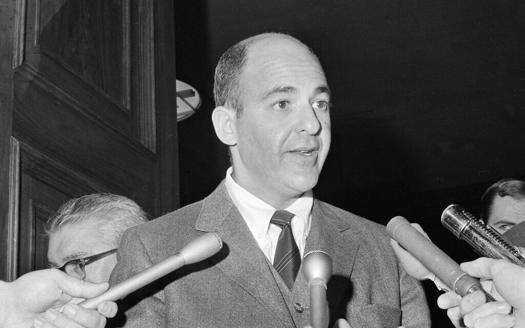 Dr. Cyril Wecht of Pittsburgh, a witness during the hearings to exhume the body of Mary Jo Kopechne, who testified that in his opinion the body should be exhumed, talks to newsmen at Wilkes-Barre, Pennsylvania, October 21, 1969.(AP Photo/Paul Vathis)