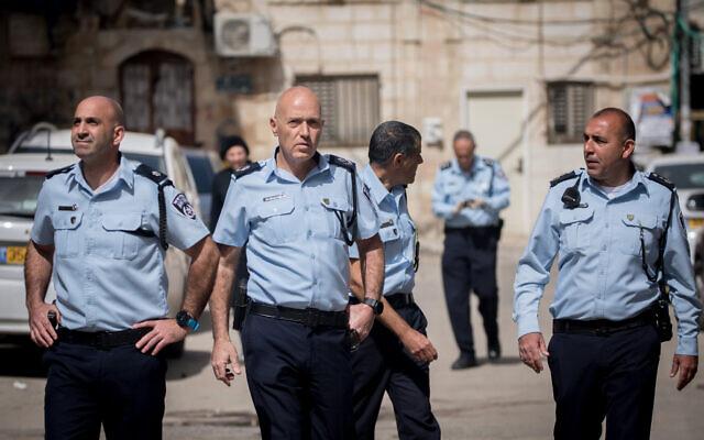 Commander of the Jerusalem District Police, Doron Yedid (C) seen in the Jerusalem neighborhood of Mea Shearim as police close shops and disperse public gatherings, March 30, 2020. (Yonatan Sindel/Flash90)