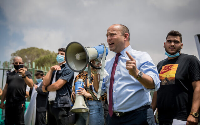 Yamina leader Naftali Bennett at a protest against the state's intention to close the Hilla Project, outside the Knesset in Jerusalem on August 12, 2020. (Yonatan Sindel/Flash90)