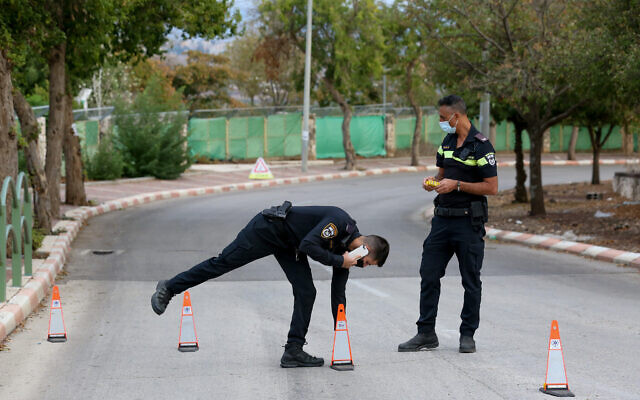 Police officers set up a checkpoint in a neighborhood of the northern town of Hatzor Haglilit that was designated a 'restricted zone' due to high coronavirus morbidity,' November 8, 2020 (David Cohen/Flash90)