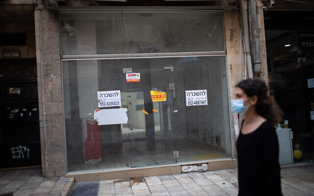 An empty storefront in downtown Jerusalem on November 10, 2020. (Hadas Parush/Flash90)