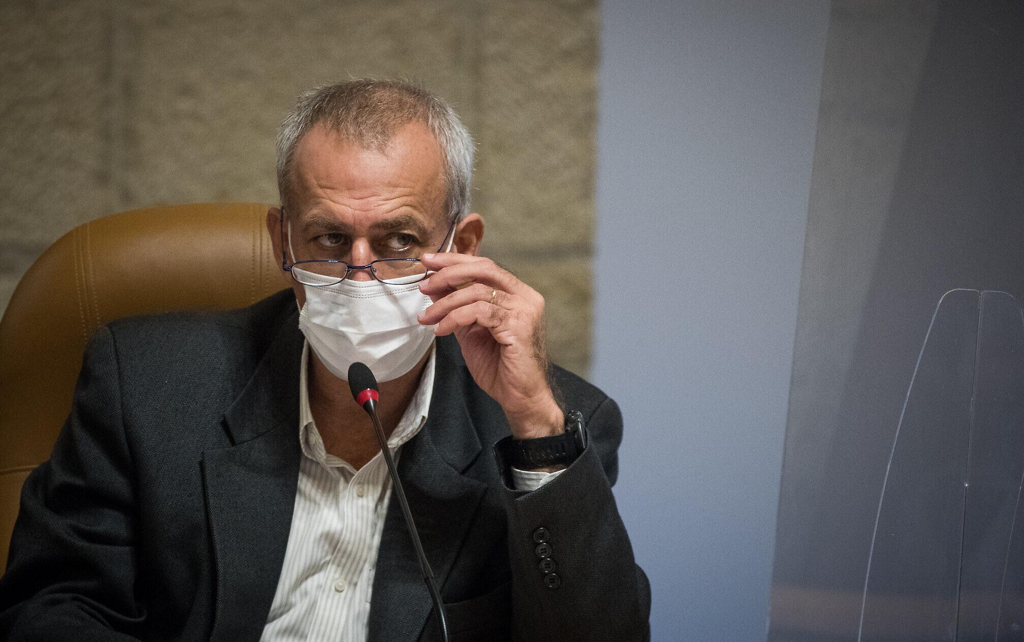Israel's coronavirus czar Nachman Ash visits the Jerusalem Municipality, November 22, 2020. (Yonatan Sindel/Flash90)