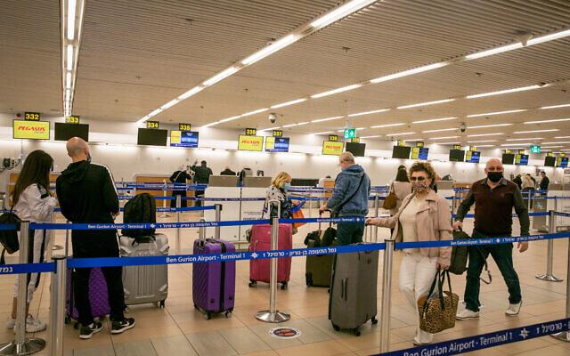 Illustrative: Travelers at Ben Gurion Airport, near Tel Aviv on December 1, 2020. (Yossi Aloni/Flash90)