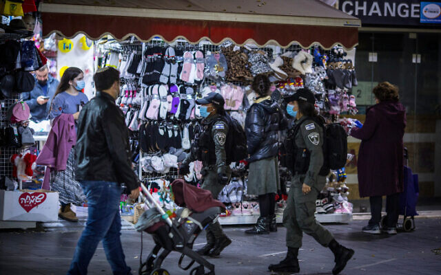Jerusalemites and police walk near the city center on December 3, 2020 (Olivier Fitoussi/Flash90)