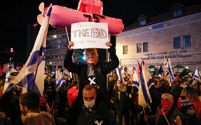 Protesters against Prime Minister Benjamin Netanyahu in Jerusalem, on December 5, 2020 (Olivier Fitoussi/Flash90)