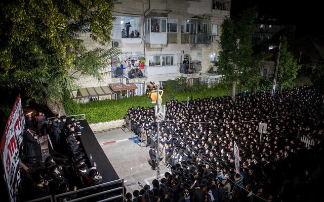 Ultra-Orthodox Jewish men protest against the new construction work for the Jerusalem Light Rail, in Bar Ilan, Jerusalem, December 7, 2020. (Yonatan Sindel/Flash90)