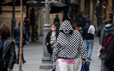 Illustrative: People wearing face masks walk on Jaffa Street in downtown Jerusalem on December 7, 2020. (Yonatan Sindel/Flash90)