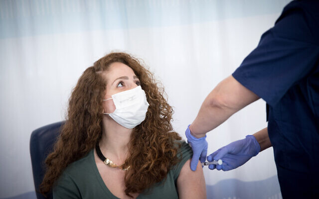 A nurse pretends to get a shot during a simulated vaccination against the coronavirus, at the Sheba Tel Hashomer hospital on December 10, 2020. (Miriam Alster/FLASH90)