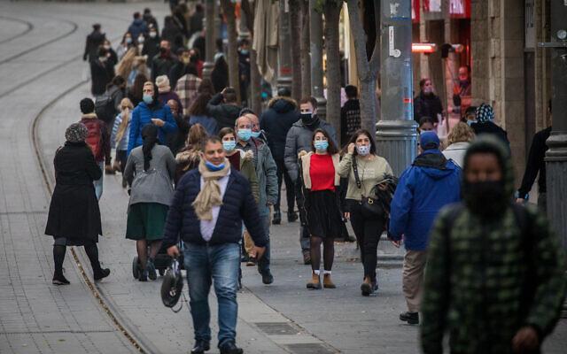 People wearing face masks seen on Jaffa street in downtown Jerusalem on December 15, 2020 (Yonatan Sindel/Flash90)