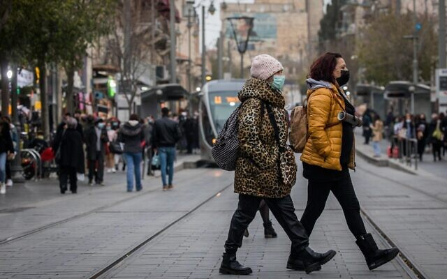 People wearing face masks on Jaffa Street in downtown Jerusalem, on December 15, 2020. (Yonatan Sindel/Flash90)