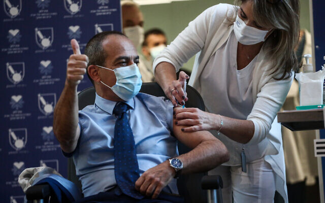 Ronni Gamzu, CEO of Tel Aviv Sourasky Medical Center and former virus czar receives a COVID-19 vaccine, at Tel Aviv Sourasky Medical Center (Ichilov), on December 20, 2020 (Miriam Alster/Flash90)