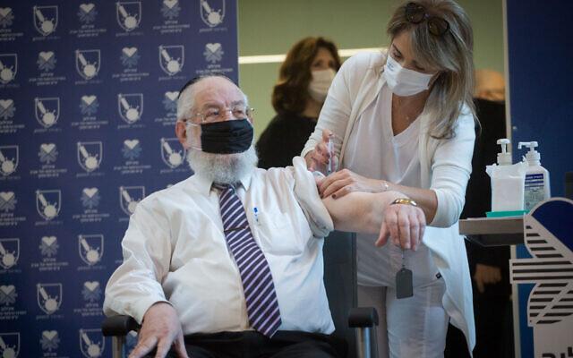 Rabbi Yisrael Meir Lau receives a COVID-19 vaccine, at Tel Aviv's Sourasky Medical Center  on December 20, 2020 (Miriam Alster/Flash90)