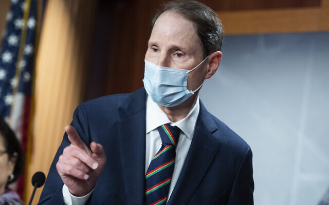 Sen. Ron Wyden conducts a news conference with Senate Democrats in the Capitol, Sept. 30, 2020. (Tom Williams/CQ-Roll Call, Inc via Getty Images)