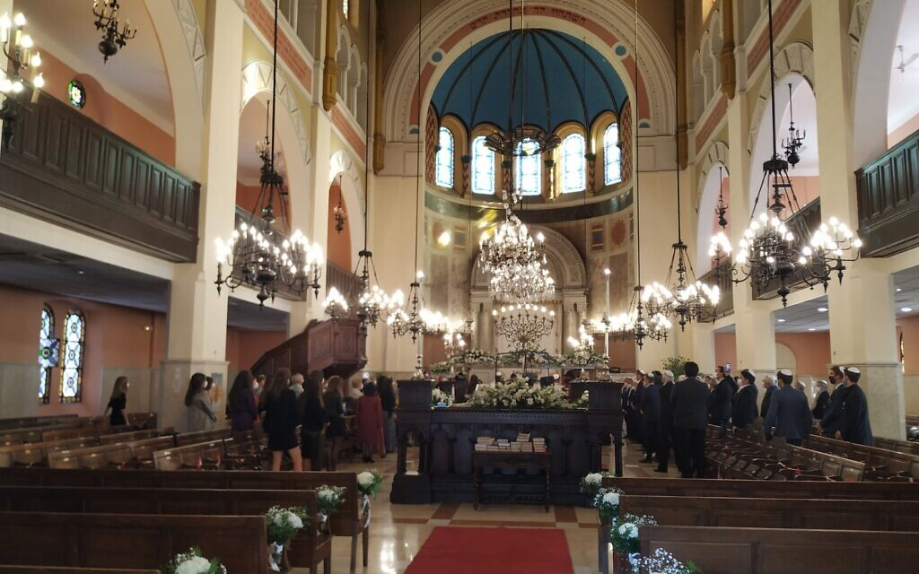 A wedding takes place at the Great Synagogue of Marseille, October 21, 2020. (Yaakov Schwartz/ Times of Israel)