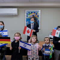 Chairman of The Jewish Agency Isaac Herzog, center, meeting with children who immigrated to Israel during the coronavirus pandemic, December 28, 2020. (David Salem/The Jewish Agency for Israel)