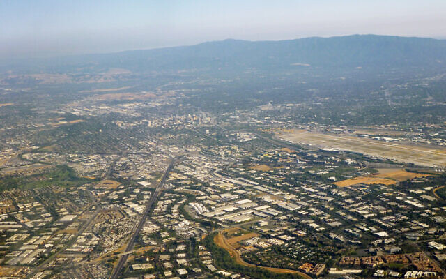 Silicon Valley (Wikimedia Commons/CC BY-SA 3.0/Coolcaesar)