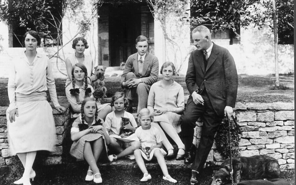 The Mitford family, 1928 (Unknown author, Public domain, via Wikimedia Commons
