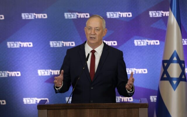 Blue and White chief Benny Gantz announces his party will vote to dissolve the Knesset, December 1, 2020. (Elad Malka/Blue and White)
