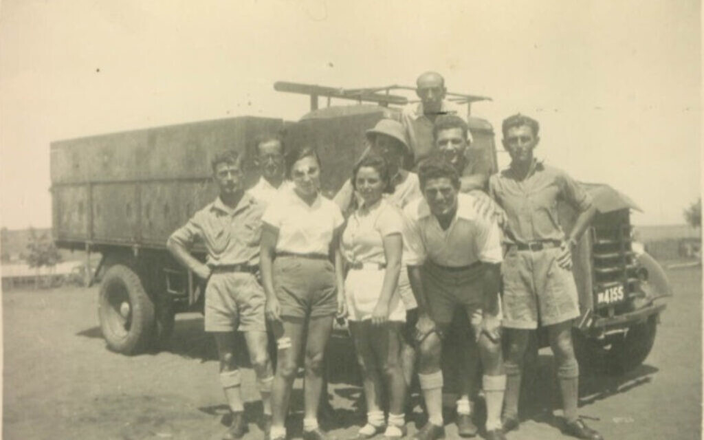 Zalman (front right) with 'Slovak Quartet' paratroopers he helped train in 1940s. Woman in the middle may be Haviva Reik along with Surica Braverman and Zvi Ben Yaakov in back and possibly Reuven Dafni on right. (Courtesy of David Baron)