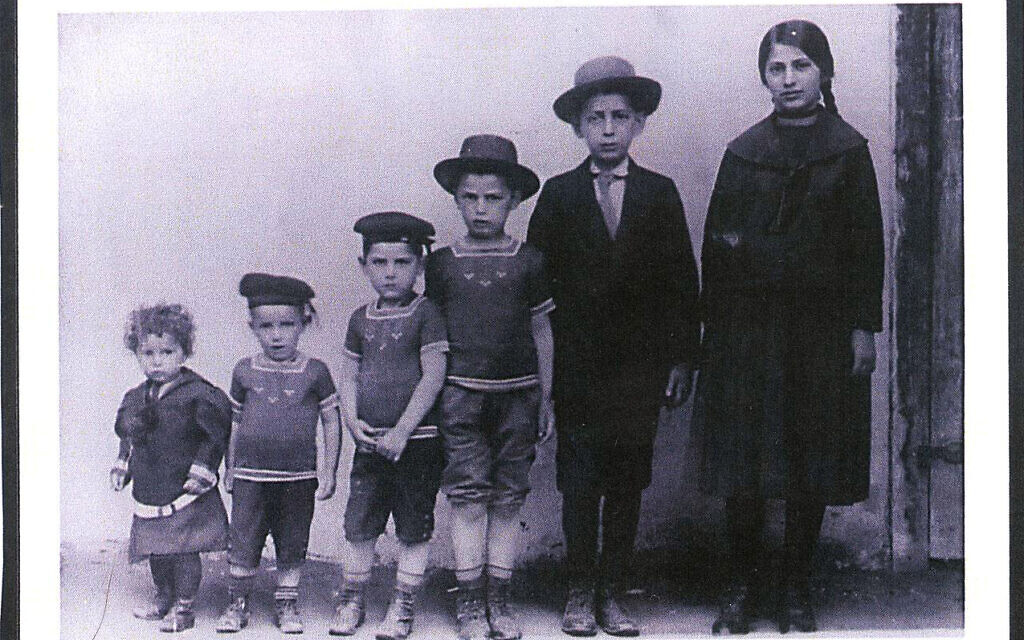 Unreich children in Bratislava, Czechoslovakia c. 1913. Zalman is the youngest, at left. (Courtesy of David Baron)