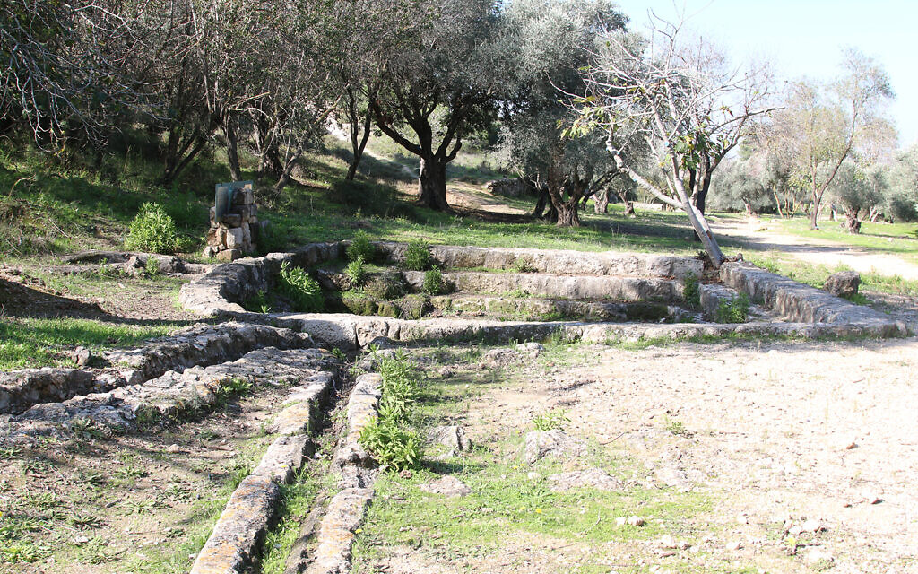 An ancient aqueduct and pool in the Ayalon Canada Park. (Shmuel Bar-Am)