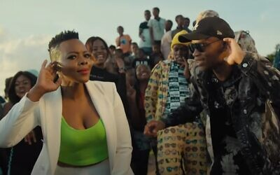 South African artists Master KG (R) and Nomcebo Zikode are seen in the music video for 'Jerusalema' (YouTube screenshot)