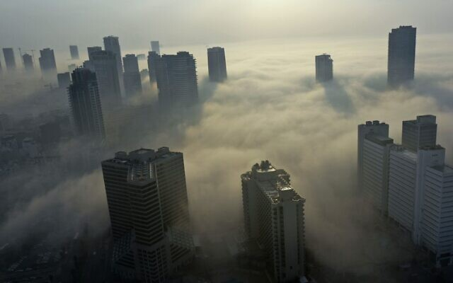 Morning fog blankets the city of Tel Aviv on the Mediterranean seashore, on January 4, 2021. (MENAHEM KAHANA / AFP)