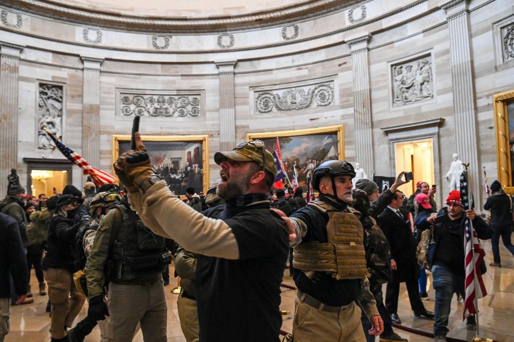 Injured US Capitol police officer dies