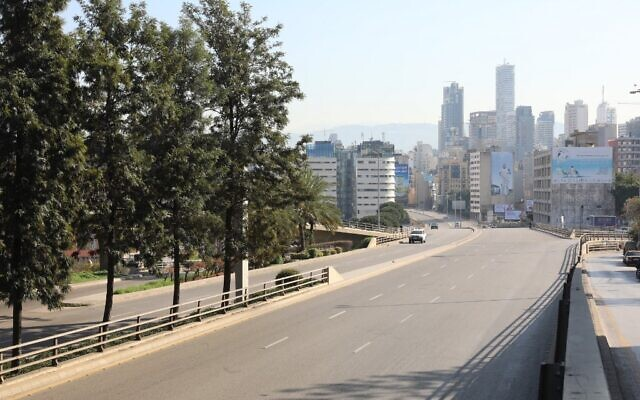 A picture taken on January 10, 2021, shows an empty main road in central Beirut after the country went into a three-week lockdown earlier this week in a bid to stem the spread of the novel coronavirus in Lebanon. (ANWAR AMRO / AFP)