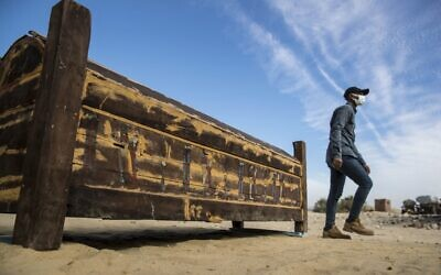 An adorned wooden sarcophagus is displayed during the official announcement of the discovery by an Egyptian archaeological mission of a new trove of treasures at Egypt's Saqqara necropolis south of Cairo, on January 17, 2021. (Khaled DESOUKI / AFP)