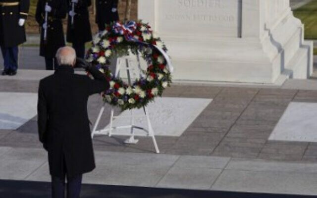 US President Joe Biden and Vice President Kamala Harris lay a wreath at the Tomb of the Unknown Soldier in Arlington Cemetery in Arlington, Virginia, after being sworn in, on January 20, 2021. (JOSHUA ROBERTS / POOL / AFP)