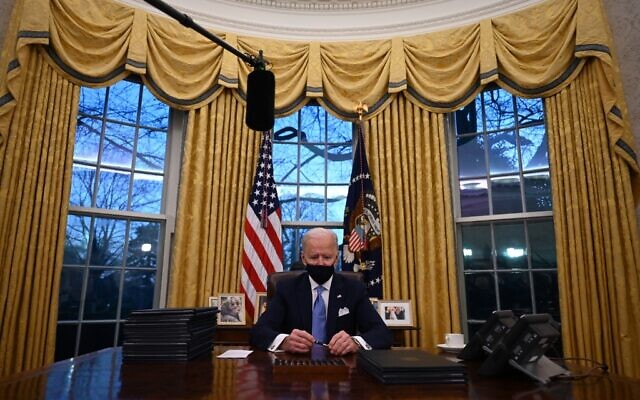 US President Joe Biden prepares to sign a series of orders in the Oval Office of the White House in Washington, DC, after being sworn in at the US Capitol on January 20, 2021. (Jim WATSON / AFP)