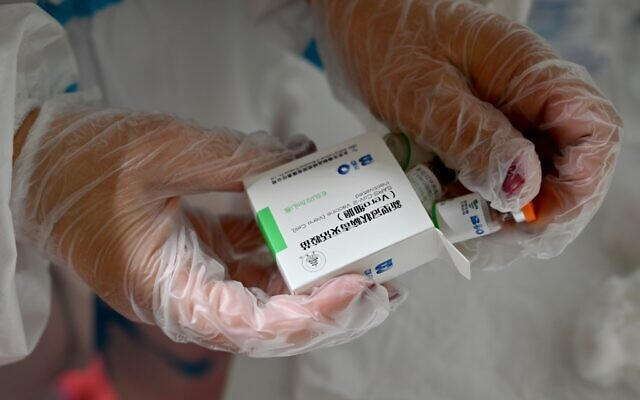 A healthcare worker prepares a dose of Chinese-made Sinopharm COVID-19 vaccine, in Belgrade Fair turned into a vaccination centre, on January 25, 2021. (Andrej ISAKOVIC/AFP)