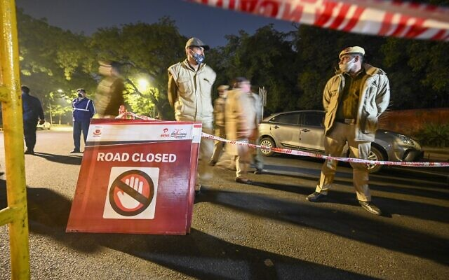 Police close off a street after an explosion near the Israeli embassy in New Delhi on January 29, 2021. (Sajjad HUSSAIN / AFP)