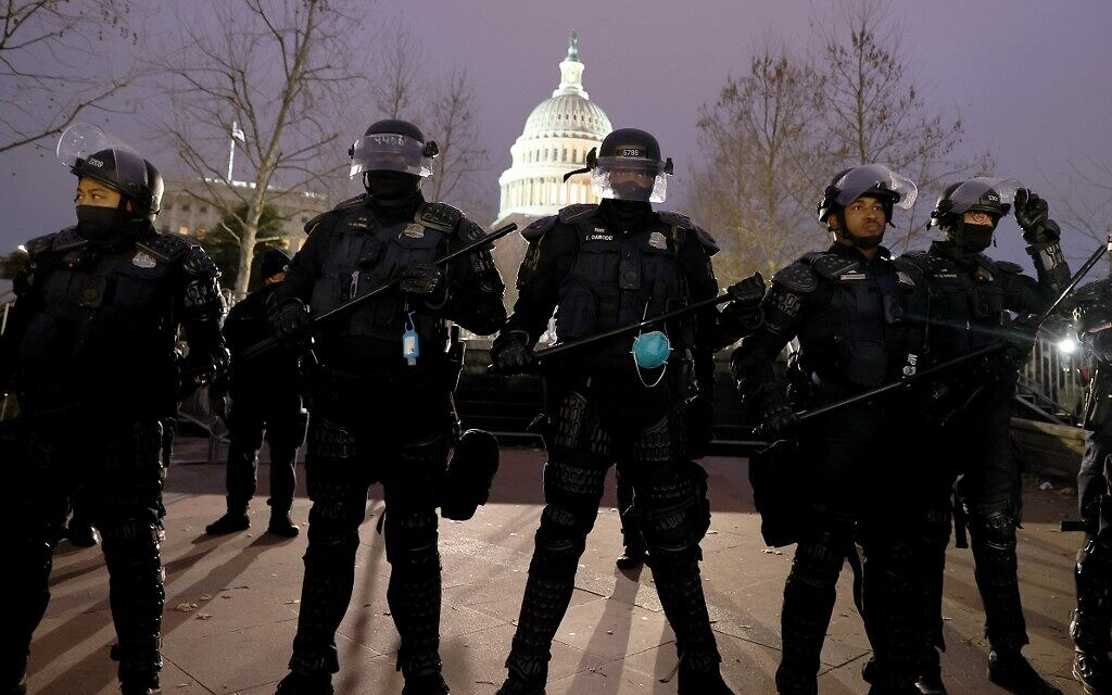 Police officers in riot gear line up as protesters gather on the US Capitol Building on January 6, 2021 in Washington, DC (Tasos Katopodis/Getty Images/AFP)