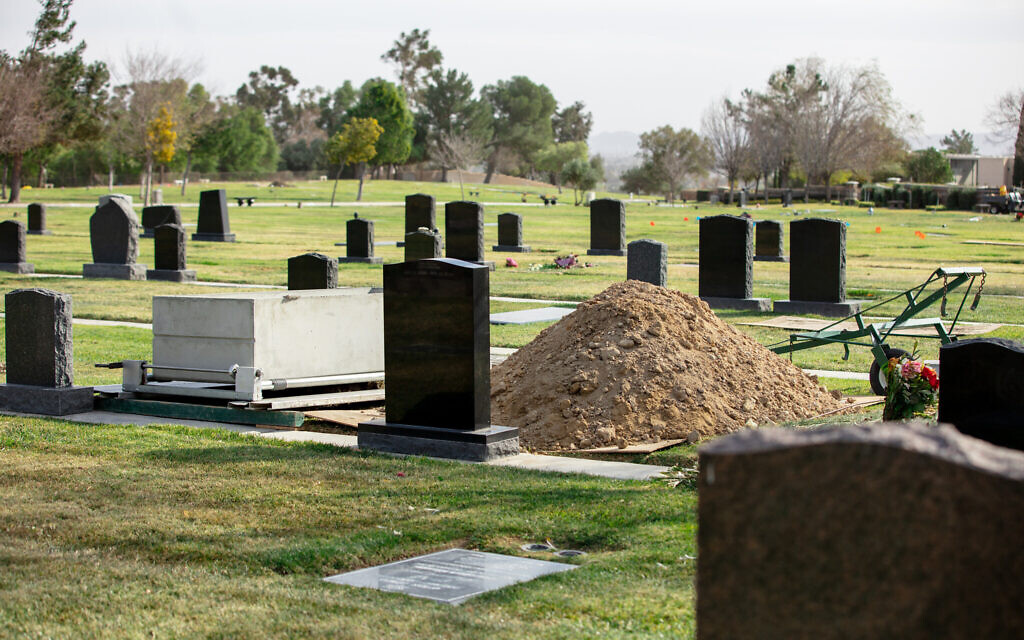 Graves at the Groman Eden Mortuary at Eden Memorial Park in Mission Hills, California. (Anthony Lampe/ via JTA)