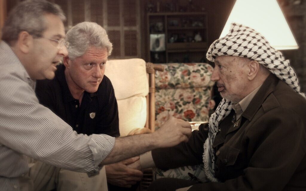Left to Right: Gamal Helal, Bill Clinton, Yasser Arafat at Camp David, July 2000. (William J. Clinton Presidential Library/ Courtesy of Sony Pictures Classics)