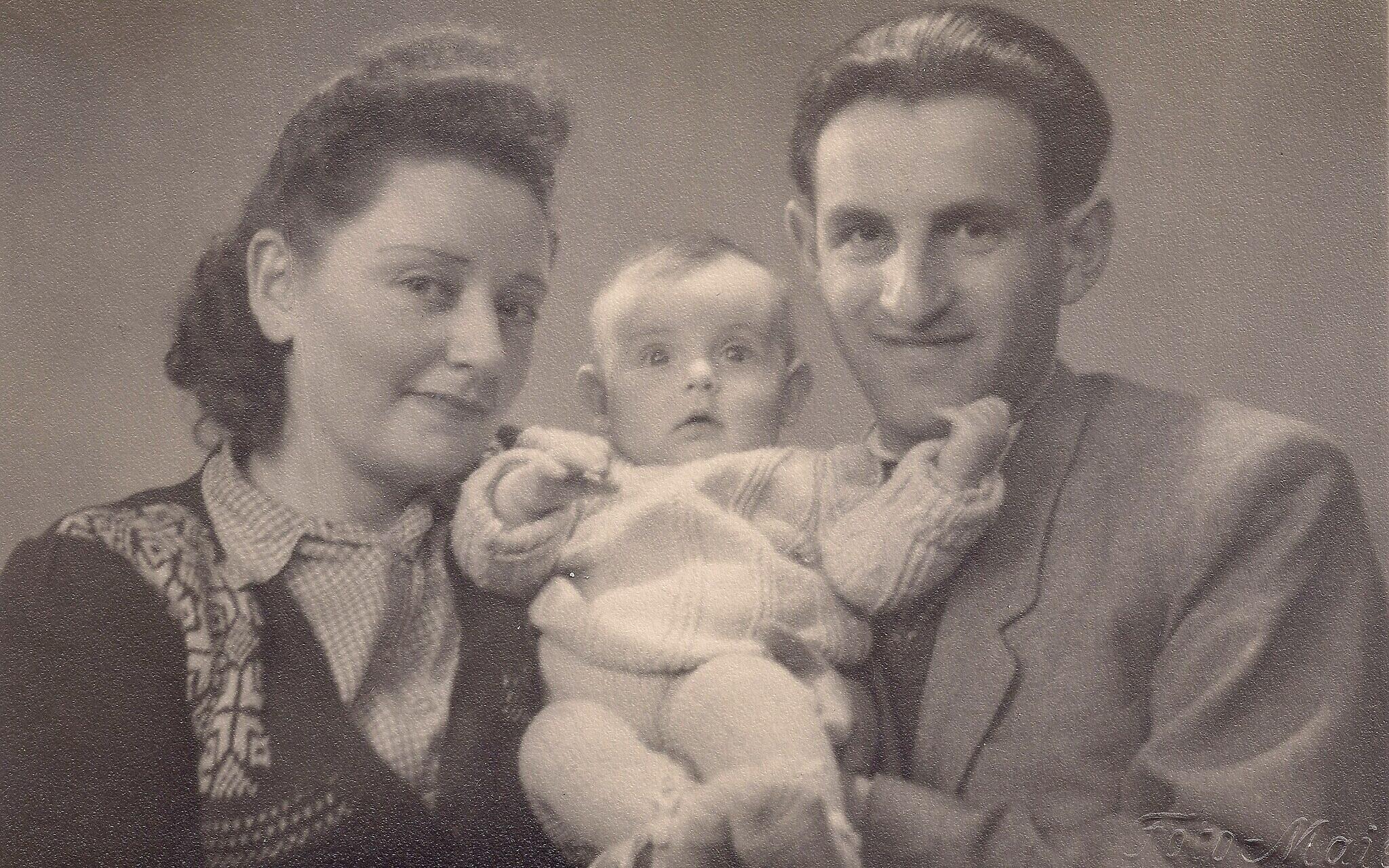 Regina and Joseph Dichek with their newly-born daughter Dina. (Courtesy Bernard Dichek)