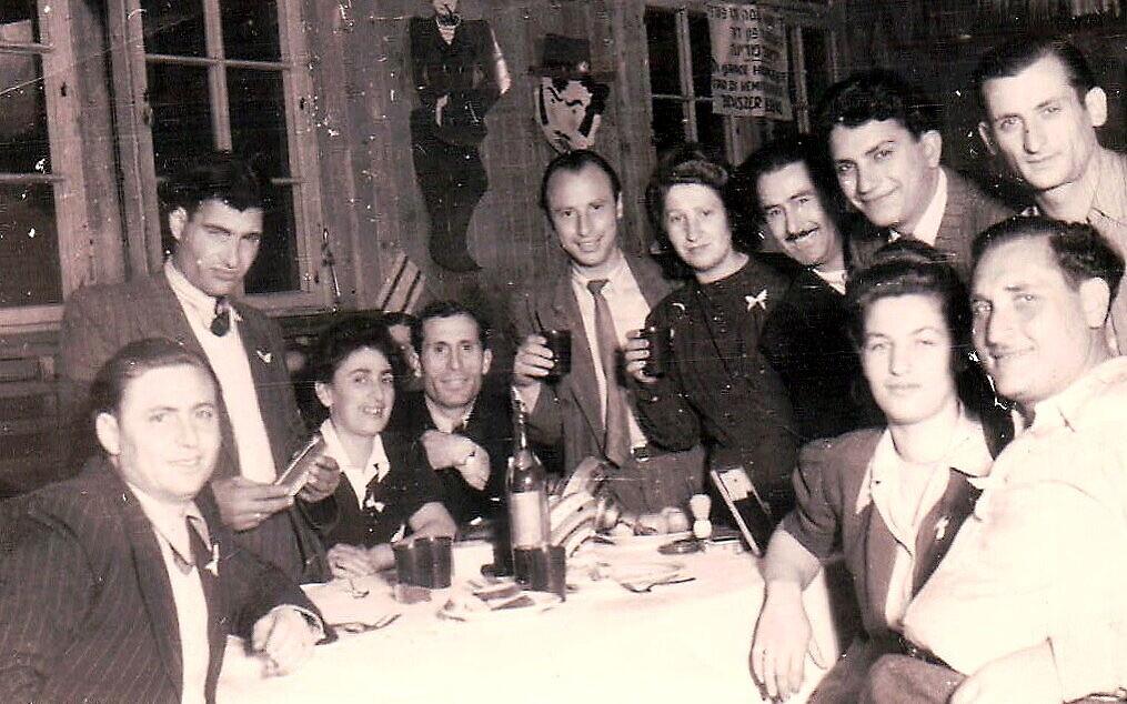 Newlyweds Lola and Leon Mazliach, sitting in the center. (Courtesy Abe Mazliach)