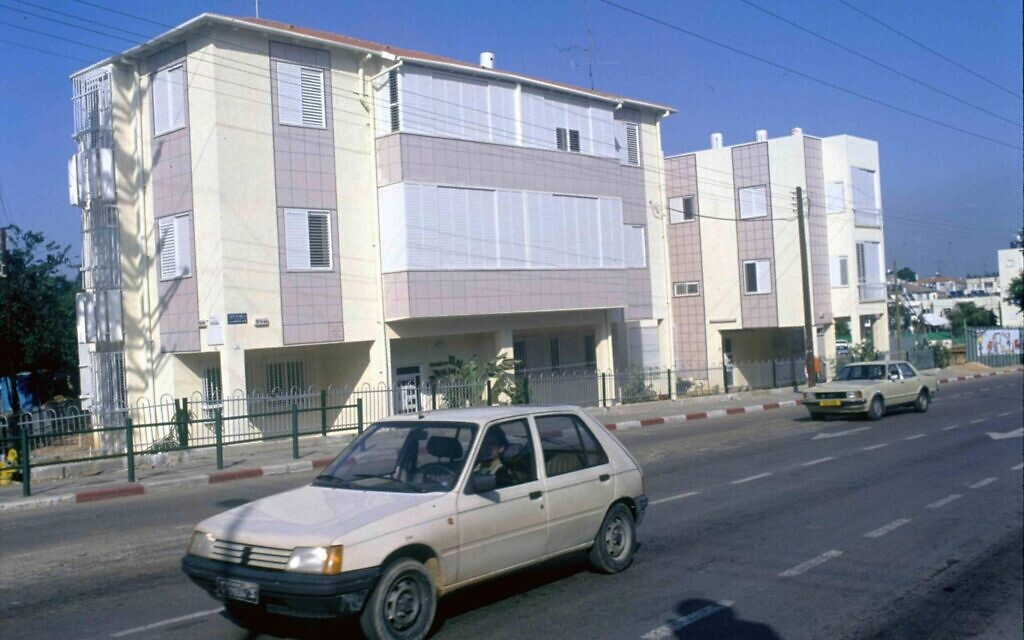 An Israeli apartment building that was rebuilt after it was destroyed in a Scud missile attack during the 1991 First Gulf War. (Defense Ministry Archive)