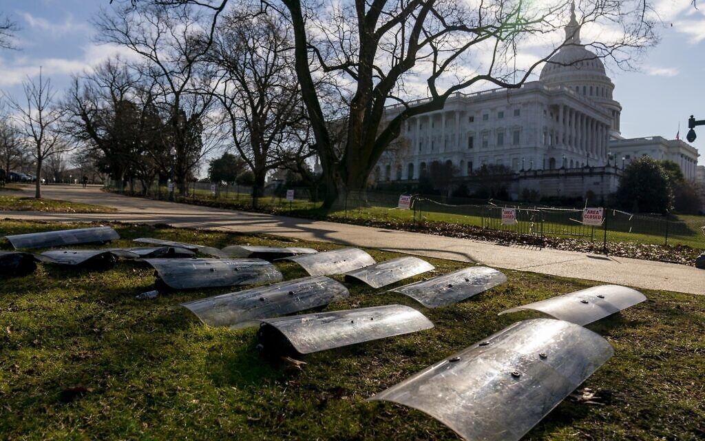 FBI said to warn of attacks on state capitols, lawmakers' homes during inaugural
